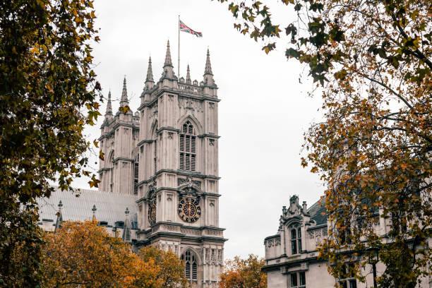 Blick auf den Palast von Westminster Außenbei bewölktem Wetter – Foto