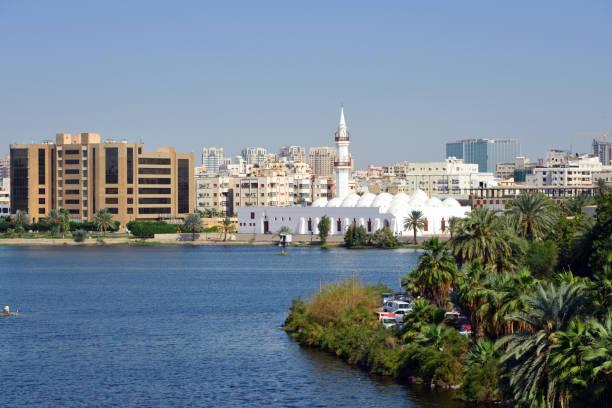 view over al arba'een lake and surrounding buildings, with juffali mosque at the center, al-balad district, jeddah, mecca region, saudi arabia - sharia foto e immagini stock