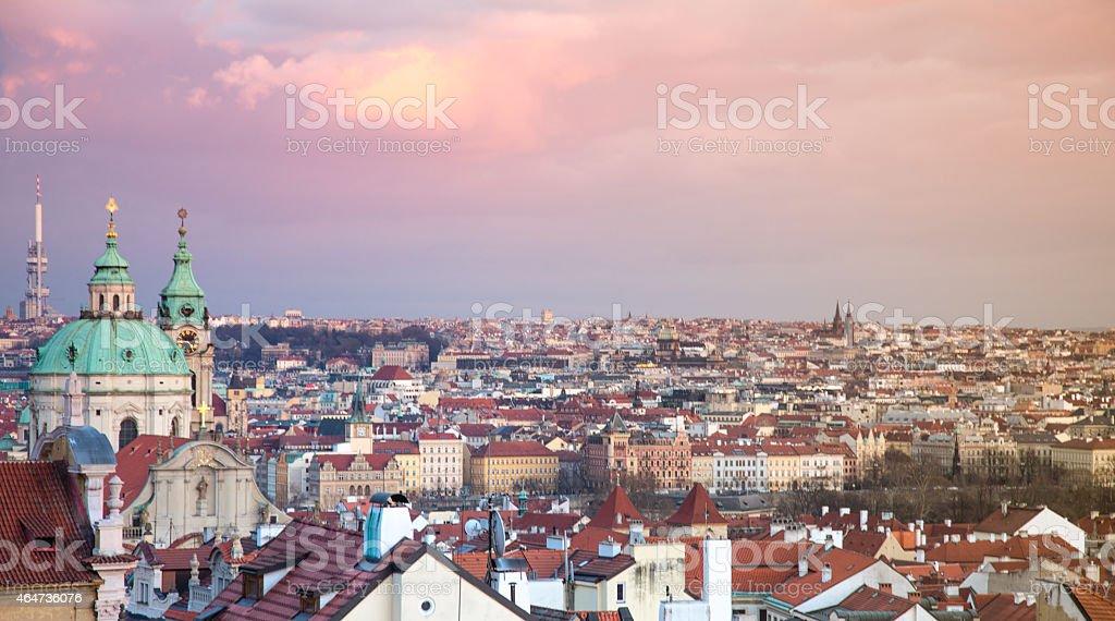 Blick auf schönen Prag bei einem romantischen Sonnenuntergang. – Foto