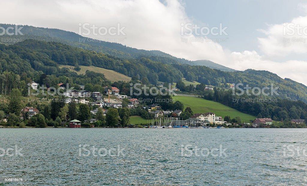 Blick auf See Mondsee in den österreichischen Alpen – Foto