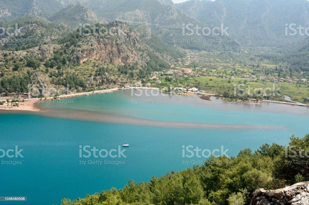 Orhaniye Köyü ve Bozburun Yarımadası'nın Türkiye'deki Kizkumu plaj üzerinde görüntüleyin. stok fotoğrafı