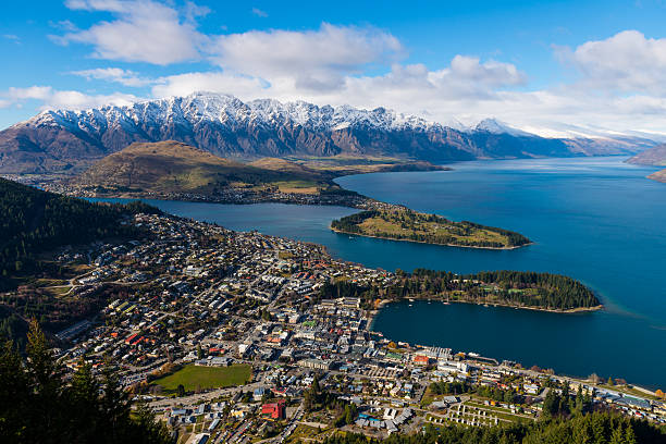 View over Queenstown and Lake Wakatipu – Foto