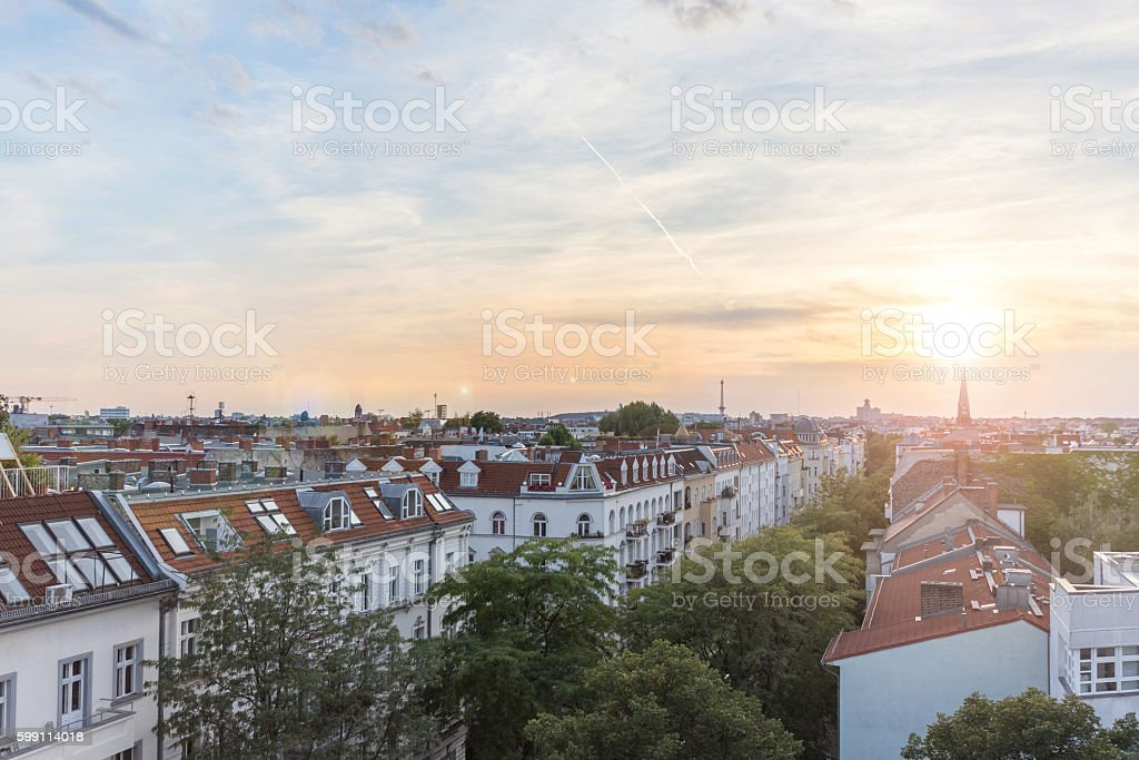 View over rooftops , city skyline at sunset – Foto