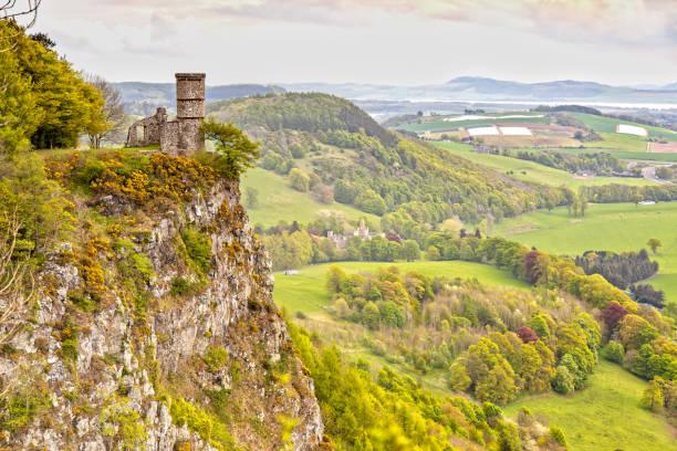 Blick über den Kinnoull Hill und den Tower in Perth, Schottland – Foto