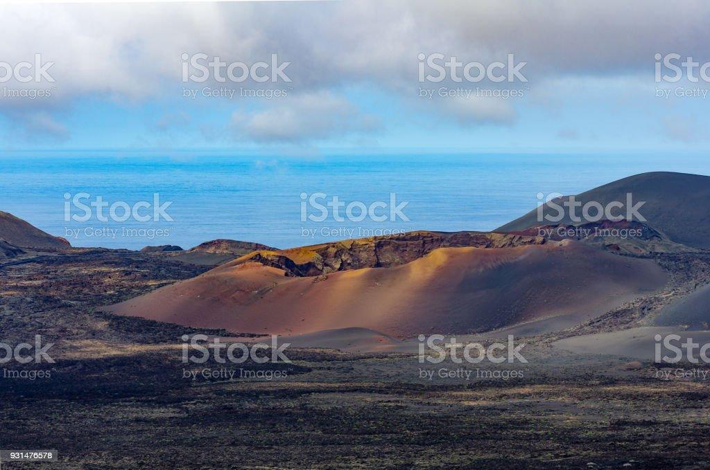 Blick über die Parques natürliche Los Volcanes mit Caldera del Corazoncillo, Lanzarote – Foto