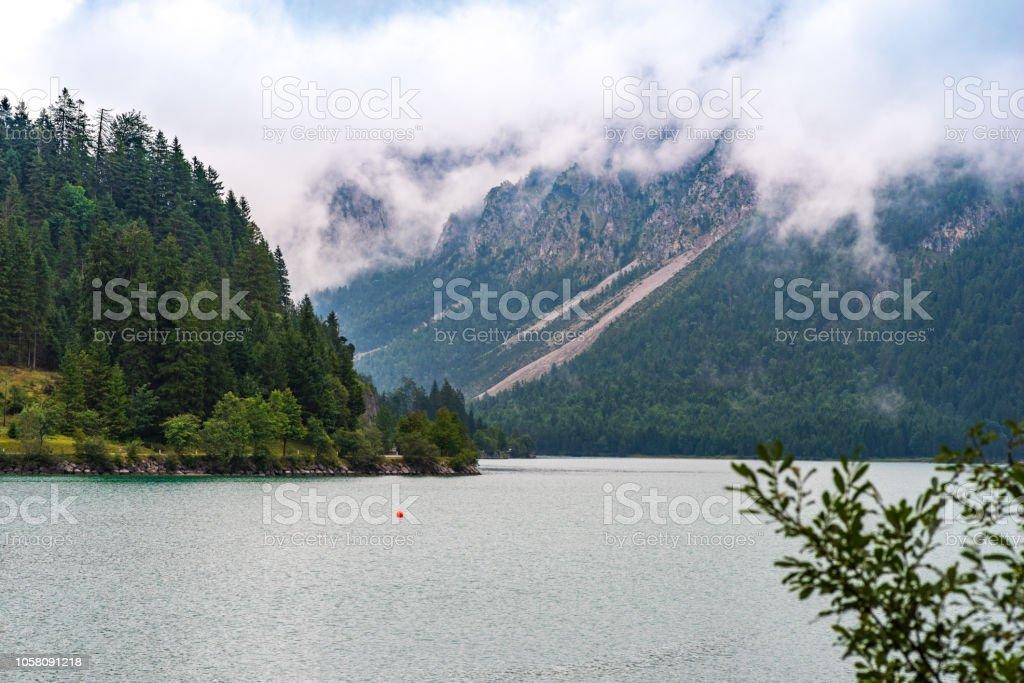 Blick über den Plan-See in der Nähe von Reutte – Foto