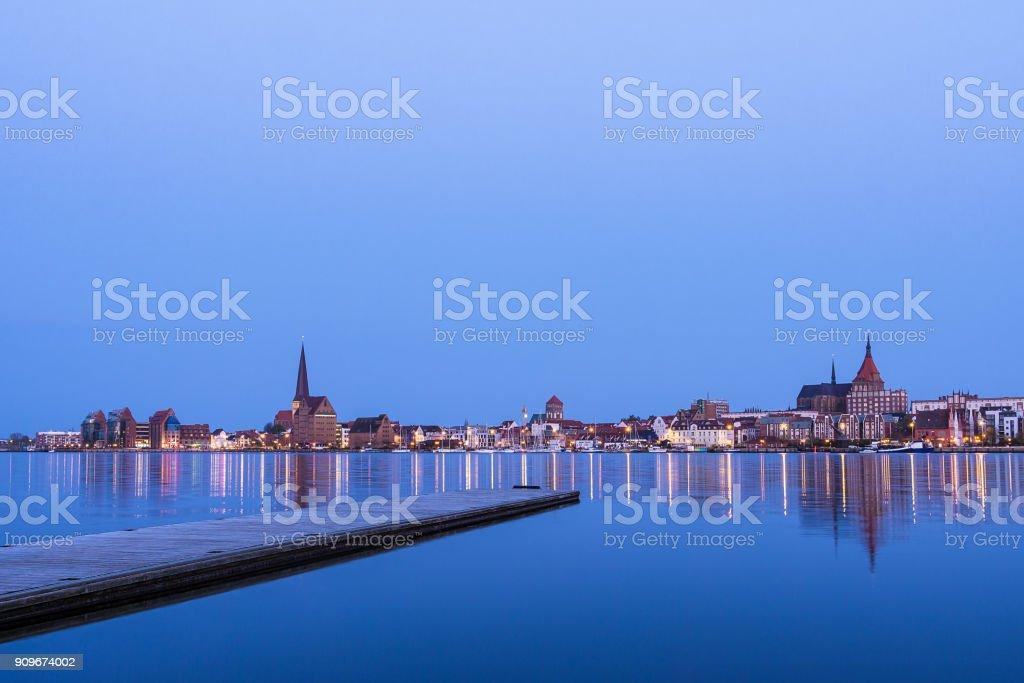 Blick über den Fluss Warnow, Rostock, Deutschland – Foto