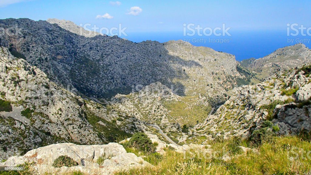 View over the wonderful hiking area in the Tramuntana mountains in Mallorca - foto stock