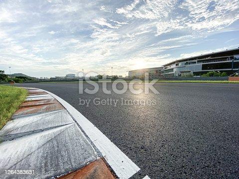 低角度觀看臘青公路