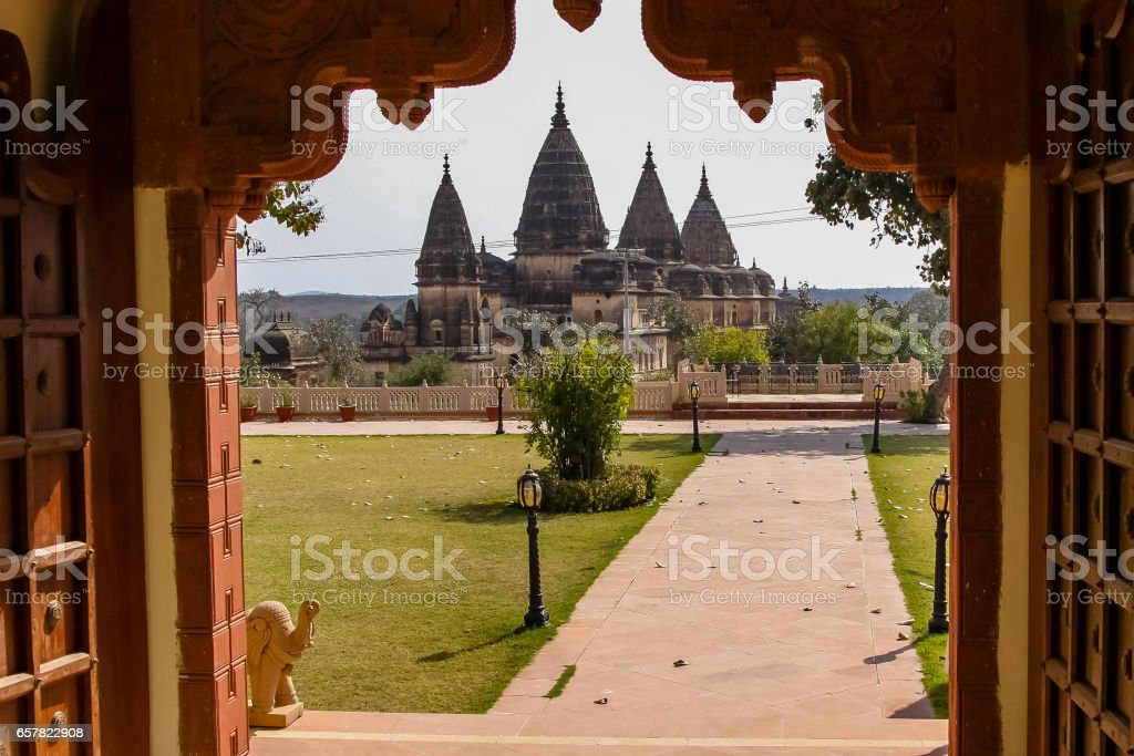View through an arch to a Chaturbhuj Temple, Orchha stock photo