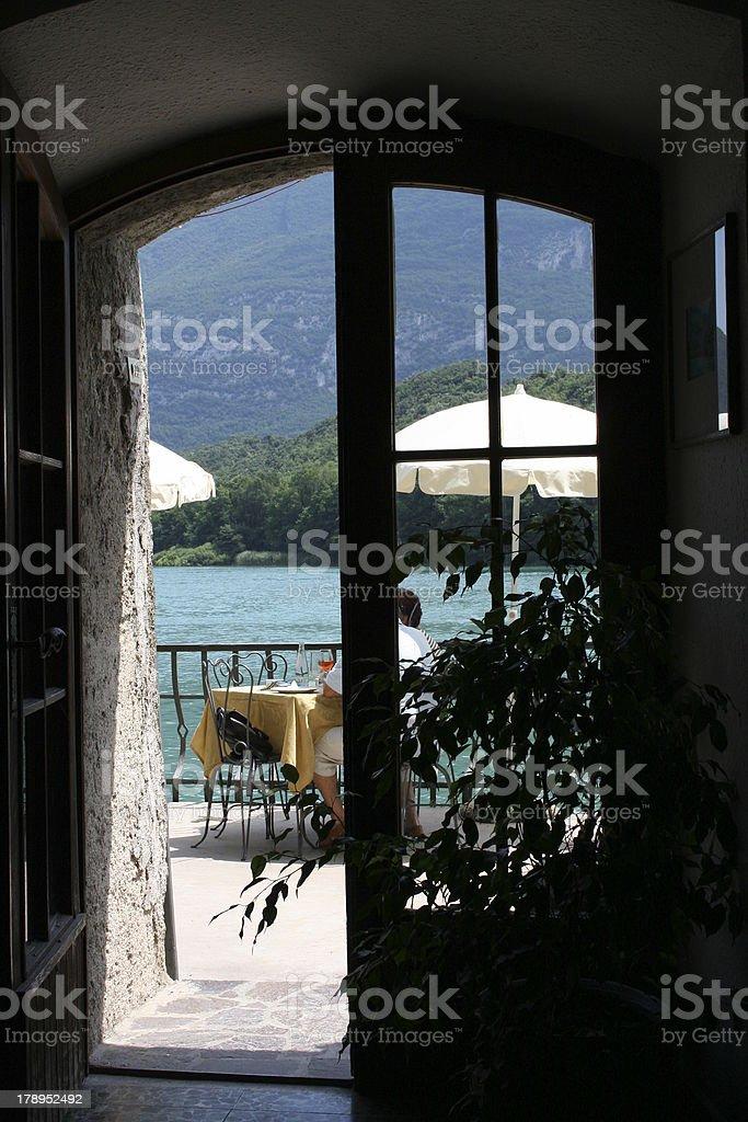 Blick durch die Tür stock photo