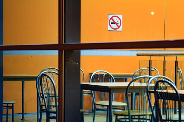 blick durch das fenster des café. - esszimmer buffet stock-fotos und bilder