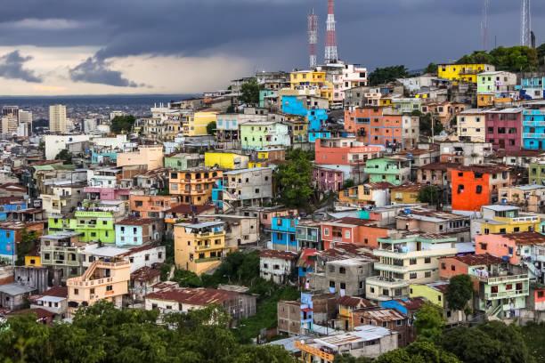 Blick auf bunte Nachbarschaft Las Penas von Santa Ana Hügel, Guayaquil – Foto