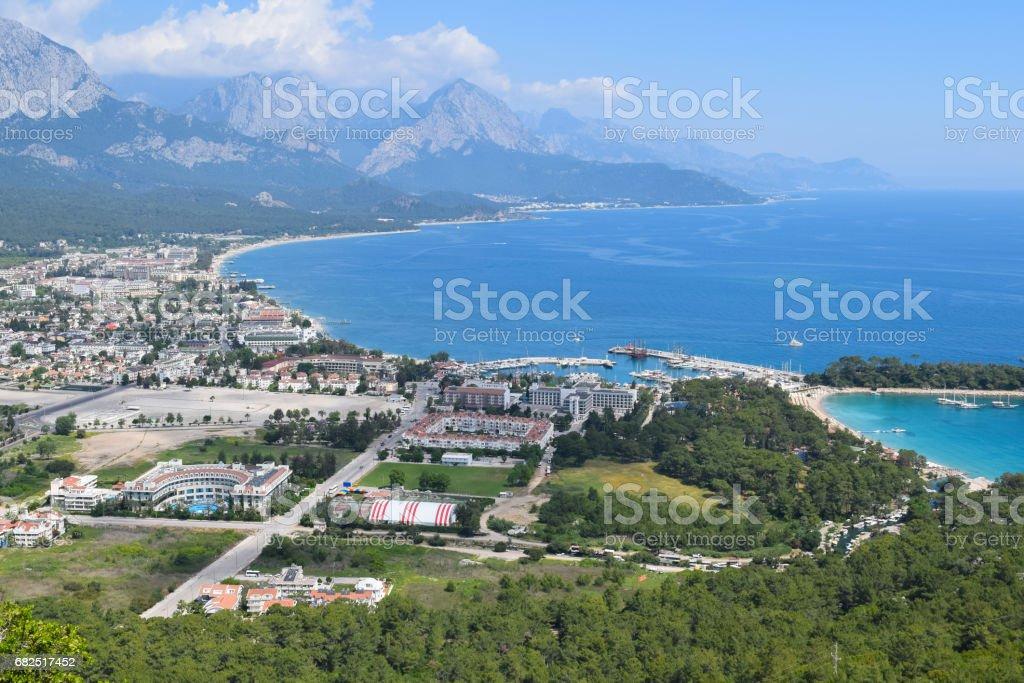 Ve a la ciudad de Kemer de Calis Tepe (montaña). Turquía. Asia menor foto de stock libre de derechos