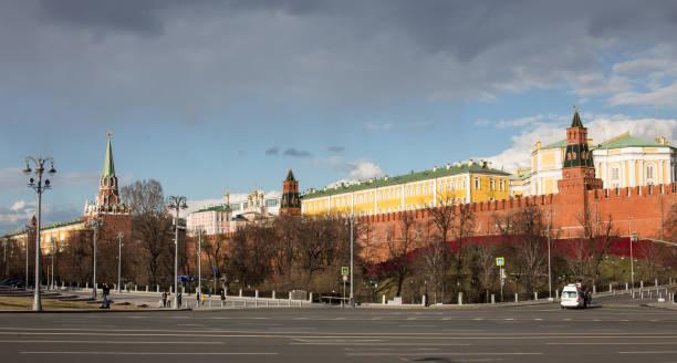 Blick zum Moskauer Kreml bei gutem Wetter – Foto