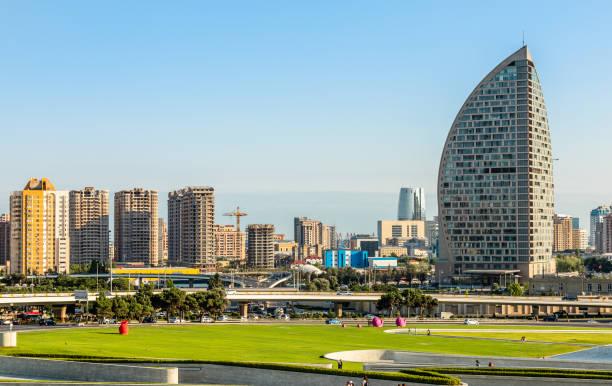 Blick auf eines der Wohnviertel von Baku Stadt mit Wohnhäusern, Aserbaidschan – Foto