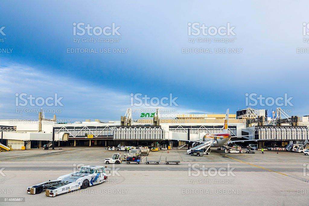 Vista para o terminal do aeroporto, em Lisboa, Portugal - foto de acervo