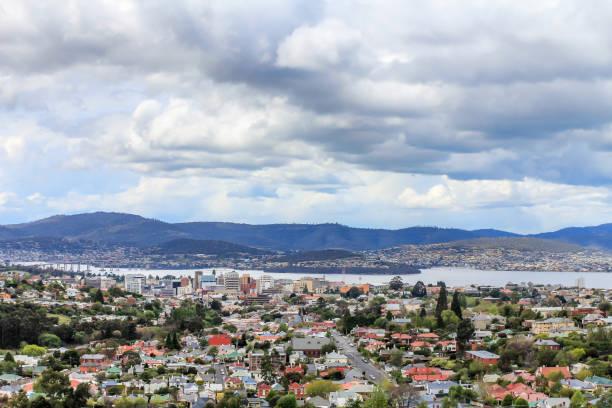 Blick auf Hobart City Center, Straßen und Resedential Gebäude, Tasmanien – Foto