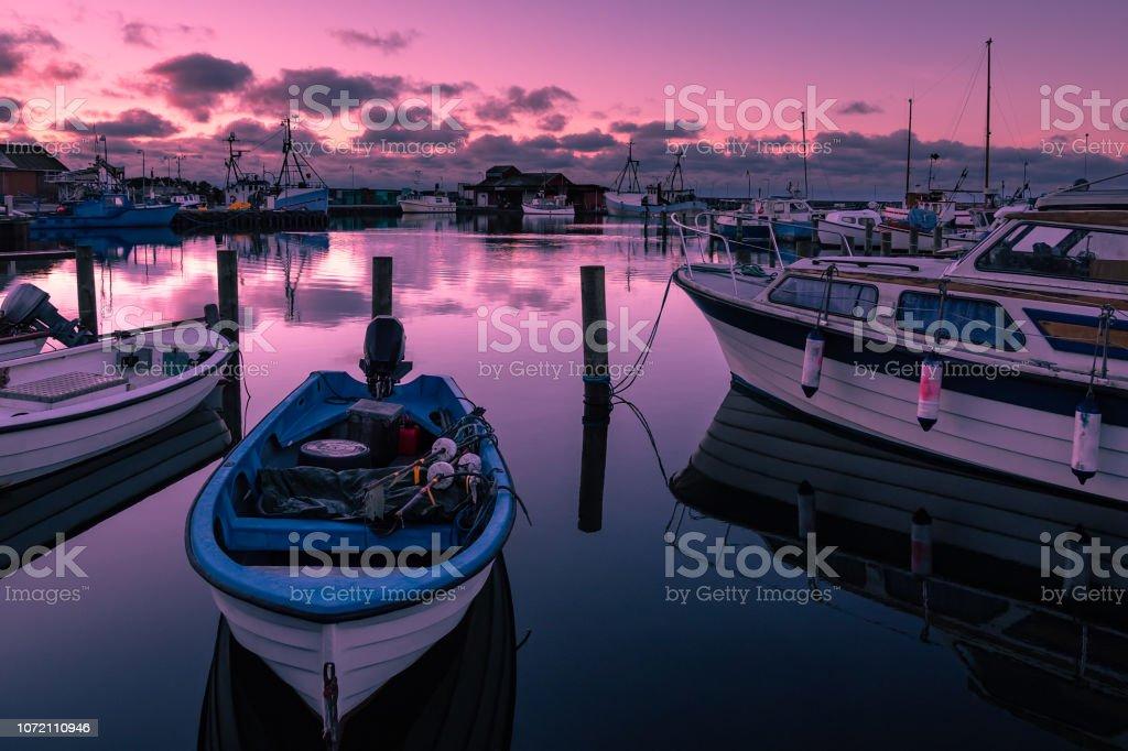 Blick zum Hafen von Klintholm Havn in Dänemark – Foto