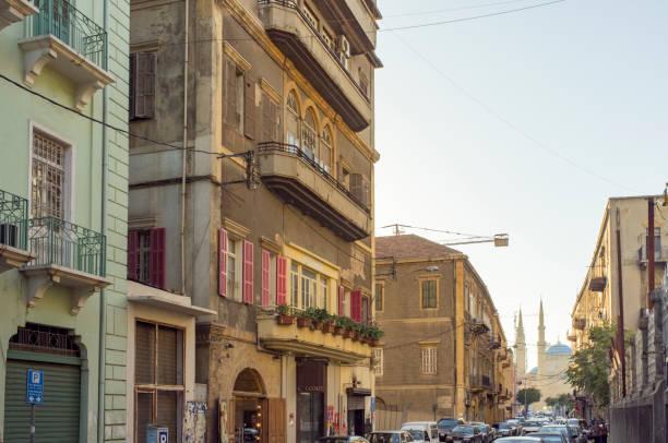 vue vers la mosquée bleue de gemmayze, beyrouth, liban - gemmayze photos et images de collection