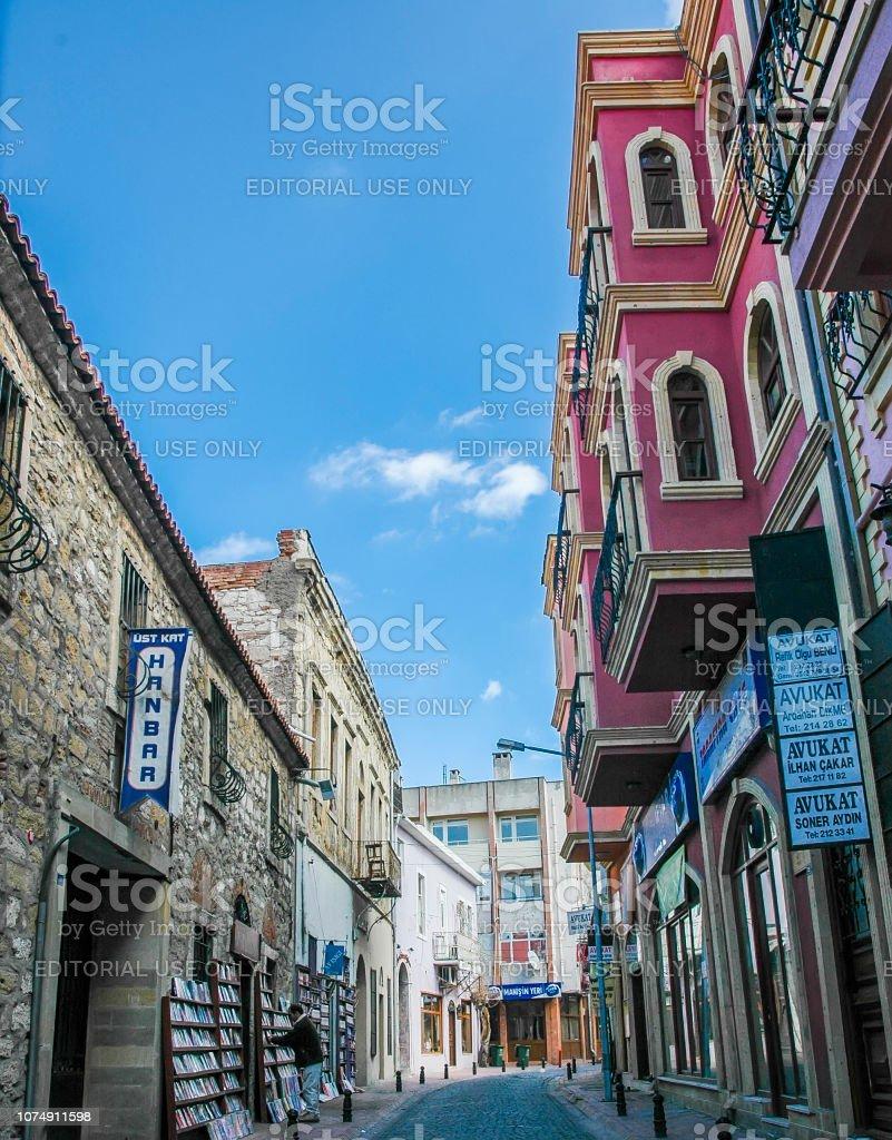 Une librairie réaliste et style ancien s'appuyant sur les rues de Canakkale - Photo