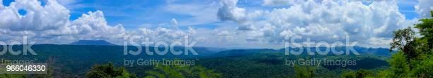 Точка Зрения И Длинная Гора На Плотине Чулабхорн Чайяфум Таиланд — стоковые фотографии и другие картинки Азия