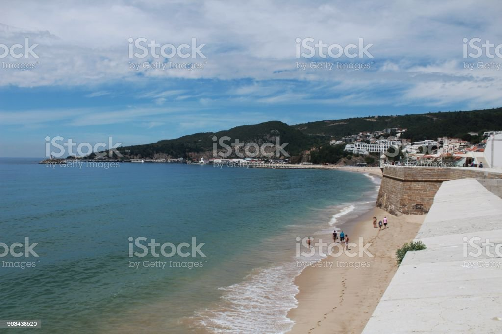 Views of the Sesimbra Beach and fortress in spring in Portugal - Zbiór zdjęć royalty-free (Bez ludzi)