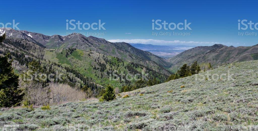 Uitzicht op Tooele uit de Oquirrh bergen langs de Wasatch Front Rocky Mountains, door Kennecott Rio Tinto Copper mine, op zoek naar Tooele door het Great Salt Lake in het voorjaar. Utah, USA. - Royalty-free Alpine - Utah Stockfoto