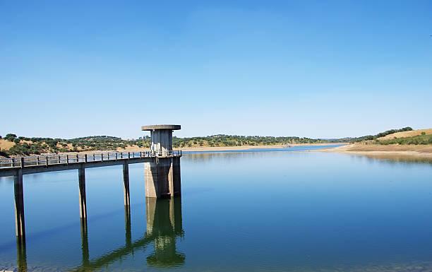 vigia dam , redondo, alentejo region, portugal - barragem portugal imagens e fotografias de stock