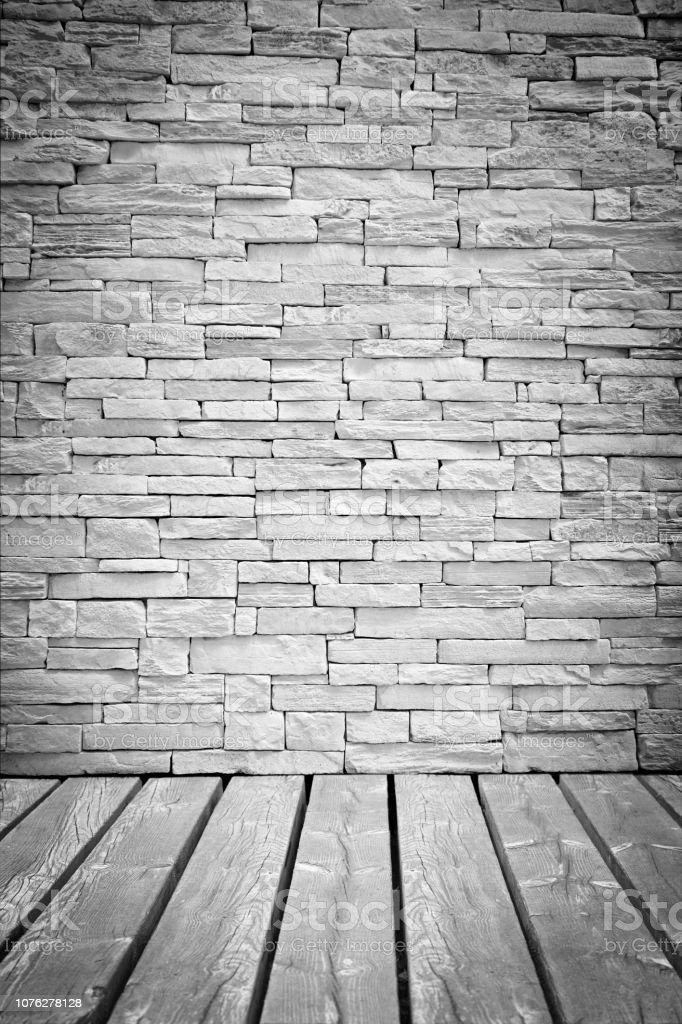 Vignet lichte loft muur van stenen blokken met houten vloeren foto