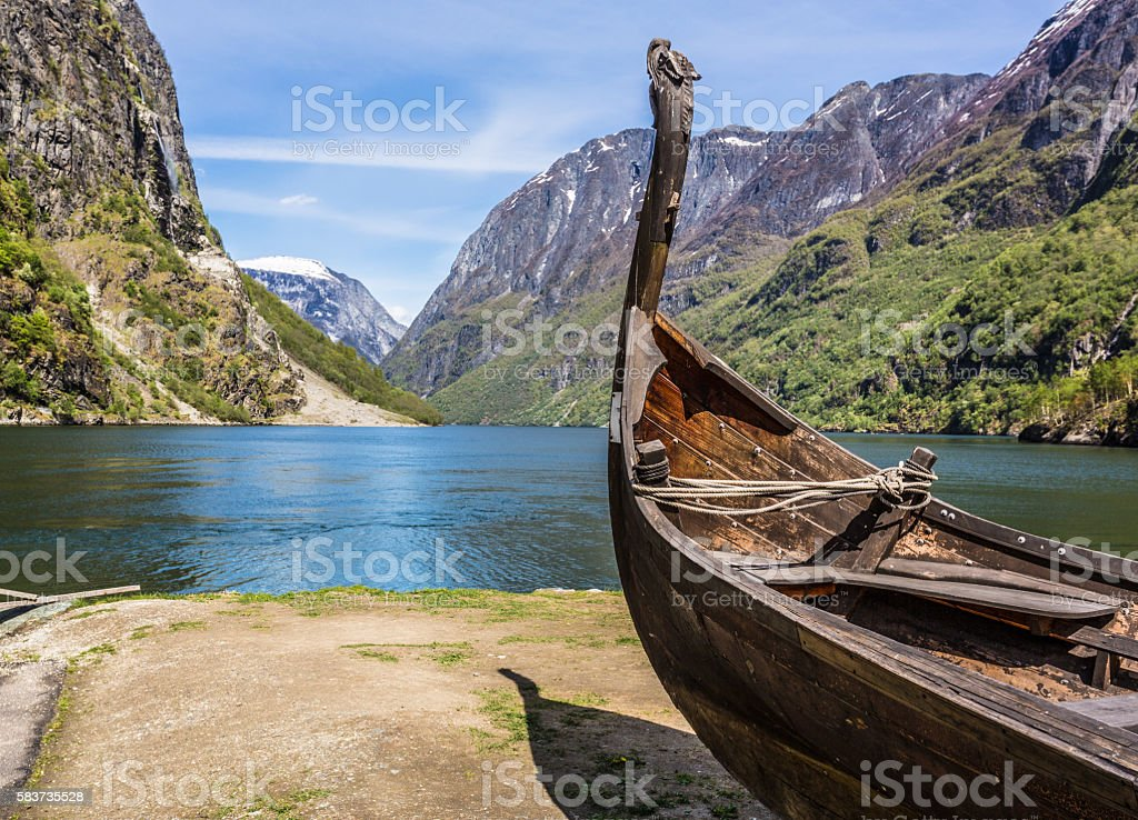 Viking drakkar in a fjord in Norway - foto de stock