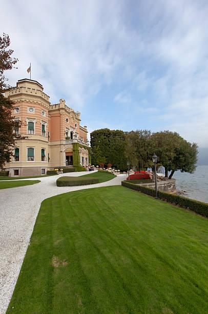 villa feltrinelli - ferienhaus am gardasee stock-fotos und bilder