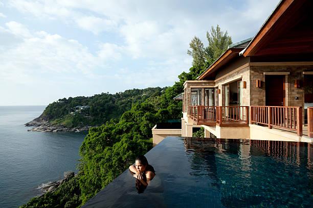 villa in phuket, thailand - ferienhaus thailand stock-fotos und bilder