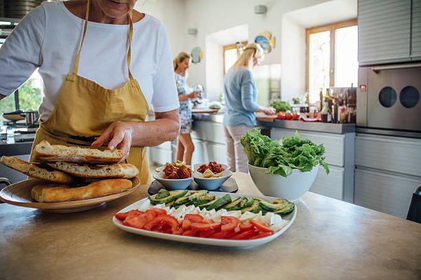 villa lunch time! - ferienhaus toskana stock-fotos und bilder