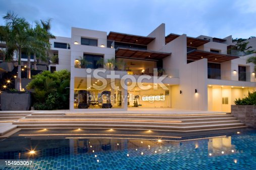 Villa With Swimming Pool & Fitness Room.