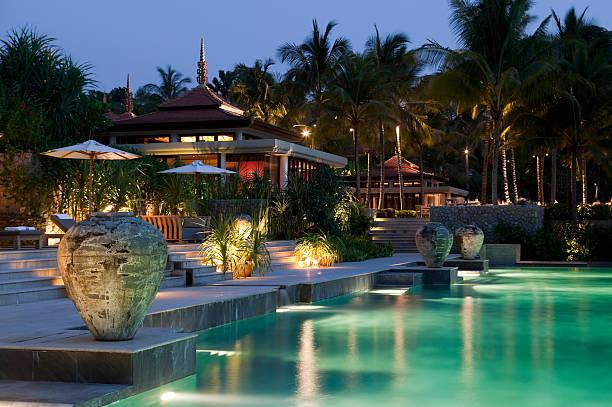 villa phuket resort hotel-swimmingpool - ferienhaus thailand stock-fotos und bilder