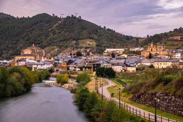 Villafranca del Bierzo - Stadtansicht - Rio Burbia - Jakobsweg - Wandern – Foto
