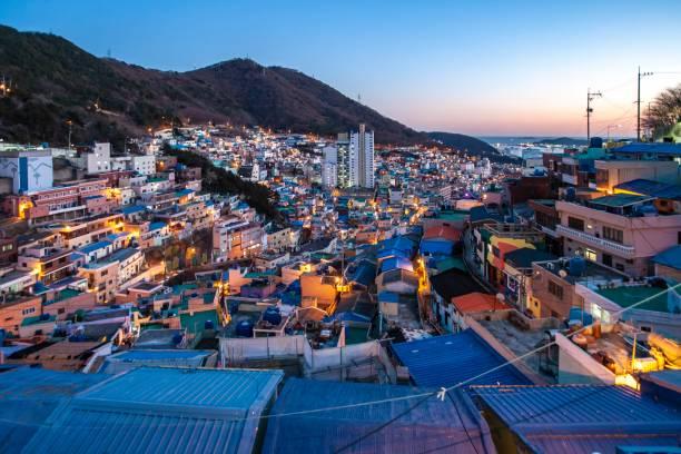 村の夜ビュー va104 - 釜山 ストックフォトと画像