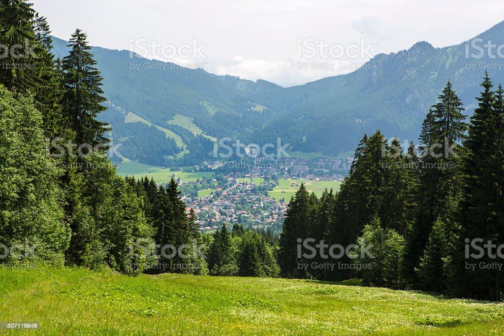 Dorf Oberammergau von oben – Foto