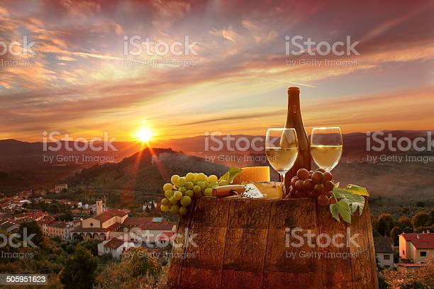 Vine landscape with wine stilllife in chianti tuscany italy picture id505951623?b=1&k=6&m=505951623&s=612x612&h=ceoil56c3nar2r9lyygddtnokyqpjcvnkhvcba5lwo0=