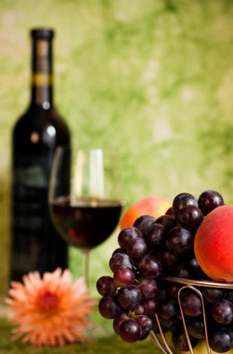 Foto de Videira Com Uvas Vermelhas E Flores e mais fotos de stock de Bebida