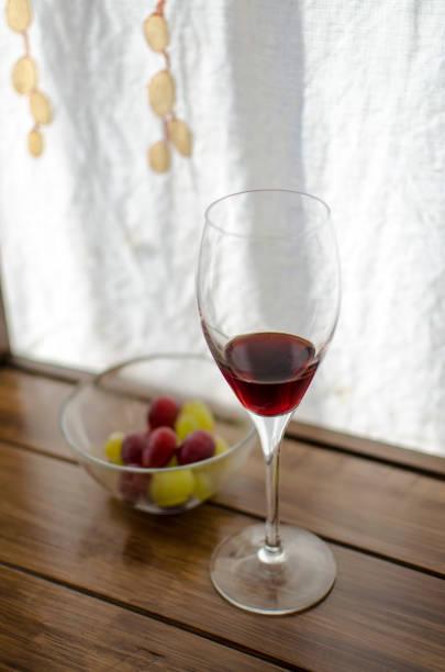 Vino y uvas stock photo
