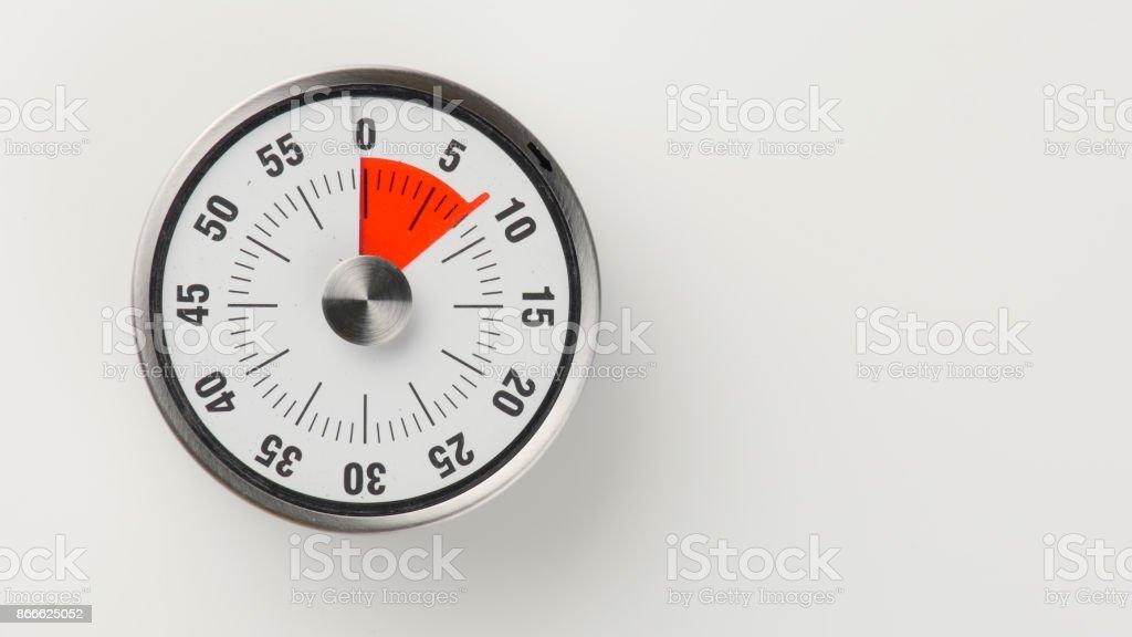 Vintage analog kitchen countdown timer, 8 minutes remaining stock photo