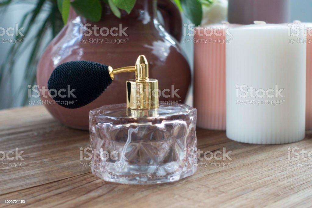 Vintage Antik Parfümflasche Mit Kerzen Stockfoto und mehr ...