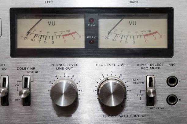 vintage audio-equipment - cd ständer stock-fotos und bilder