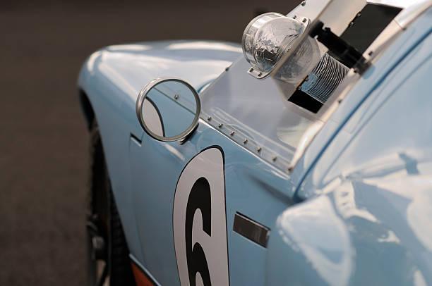 vintage-racing car - oldtimer veranstaltungen stock-fotos und bilder