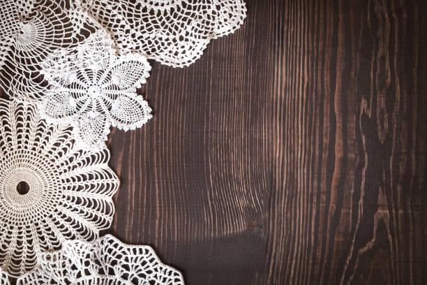 vintage tło z białe koronek szydełkowych - koronka zdjęcia i obrazy z banku zdjęć