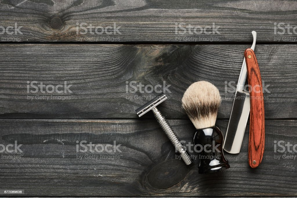 Vintage barber shop tools on wooden background - fotografia de stock