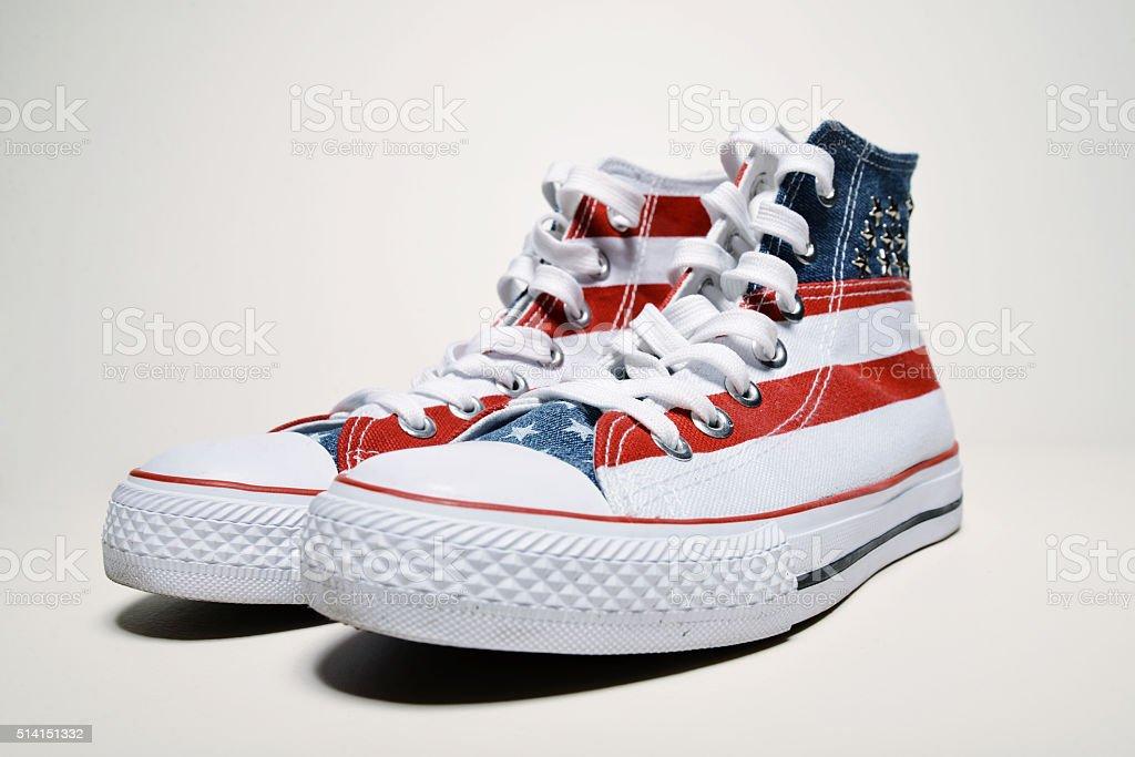 Calçados de basquete vintage com bandeira dos EUA - foto de acervo