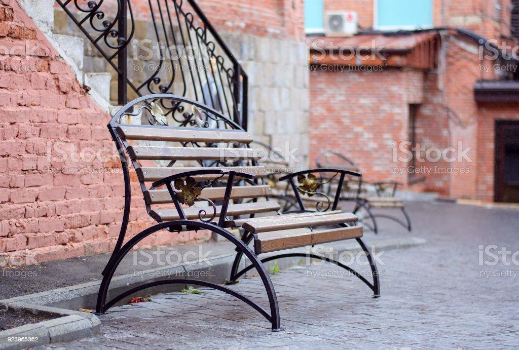 Banco de cosecha para el descanso en el patio - foto de stock